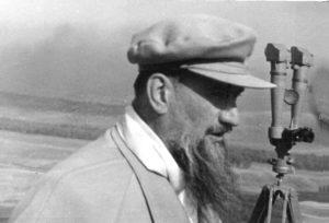 I.V.-Kurchatov-na-Semipalatinskom-poligone-1949-g.-1-300x204.jpg
